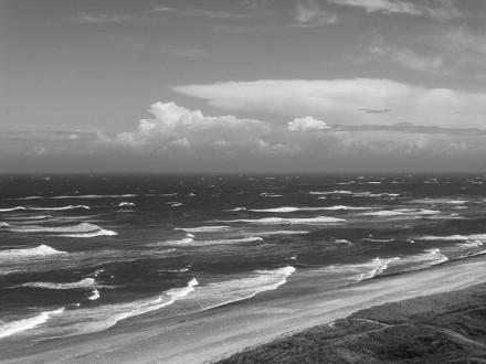 Rollende golven, wind op zee